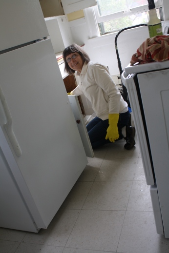 Nana cleaned the kitchen.